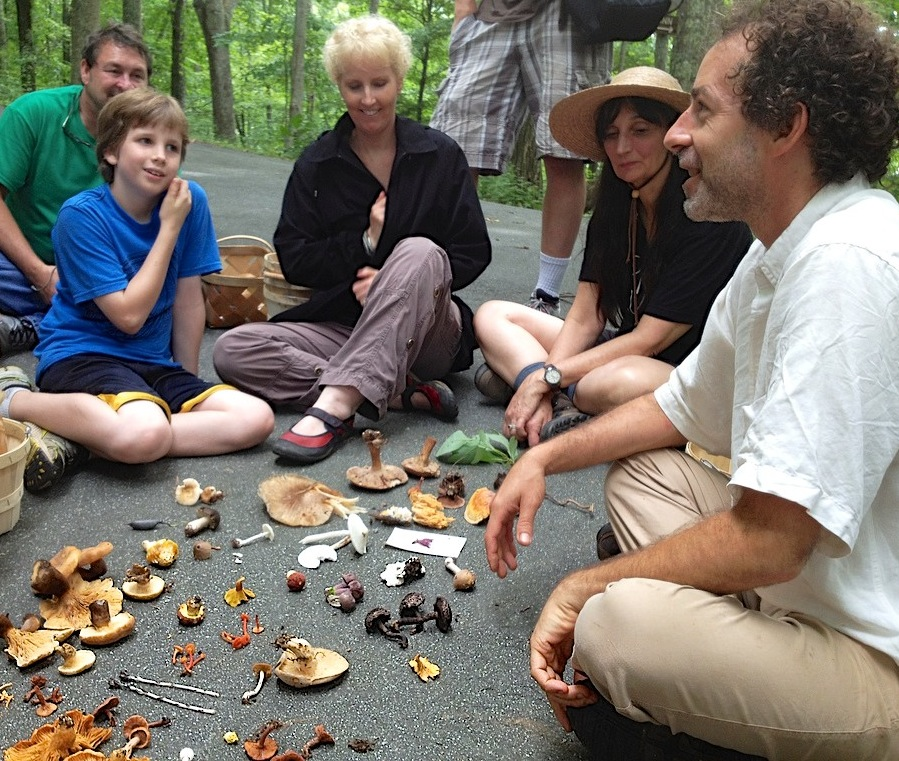 Alan Muskat (right) and foragers with their finds.